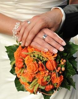 Der Brautstrauss Traditioneller Blumen Schmuck Fur Die Braut Zur
