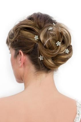 Curlies Und Haarnadeln Traumhaft Schoner Haarschmuck Fur Die Braut